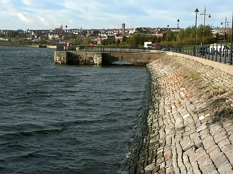 Sea_wall_at_Barry_Docks_-_geograph.org.uk_-_1051948